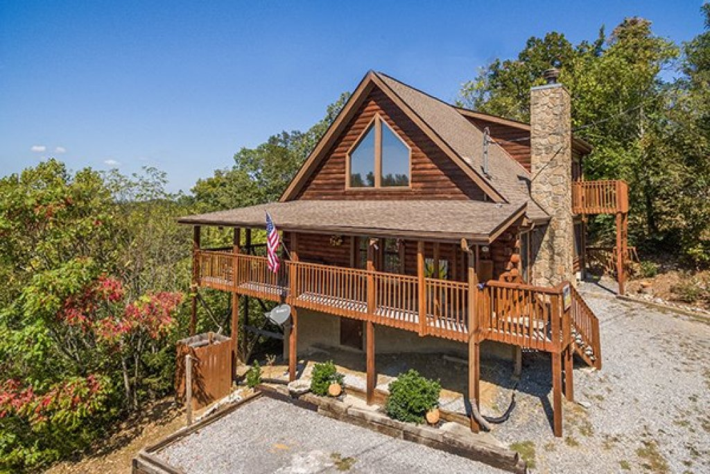 Photo of a Sevierville Cabin named Lake Life - This is the first photo in the set.