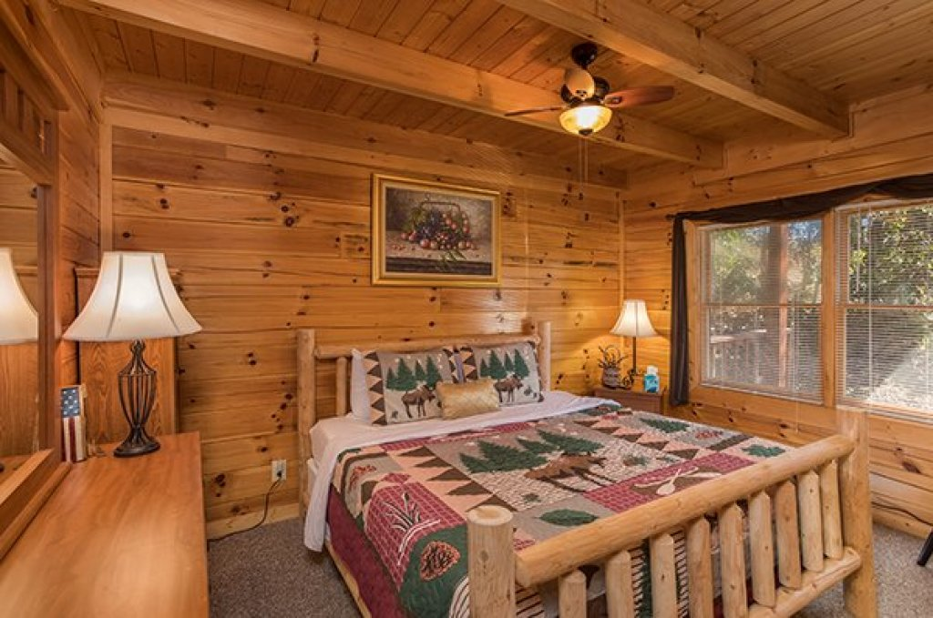 Photo of a Sevierville Cabin named Lake Life - This is the tenth photo in the set.
