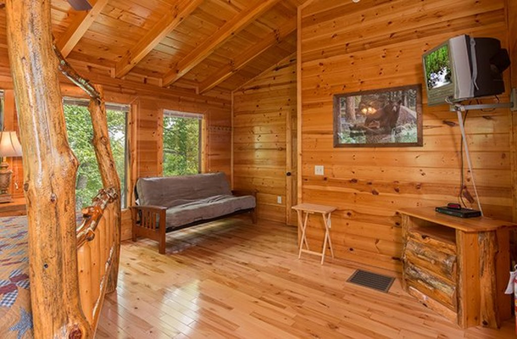 Photo of a Gatlinburg Cabin named Bear View Lodge - This is the fourteenth photo in the set.