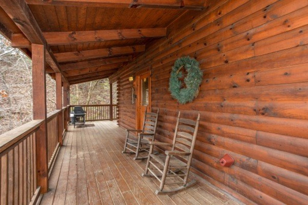 Photo of a Pigeon Forge Cabin named Blackberry Delite - This is the second photo in the set.