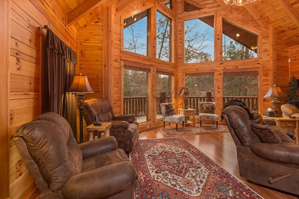 Photo of a Sevierville Cabin named Smokies Paradise Lodge - This is the sixth photo in the set.