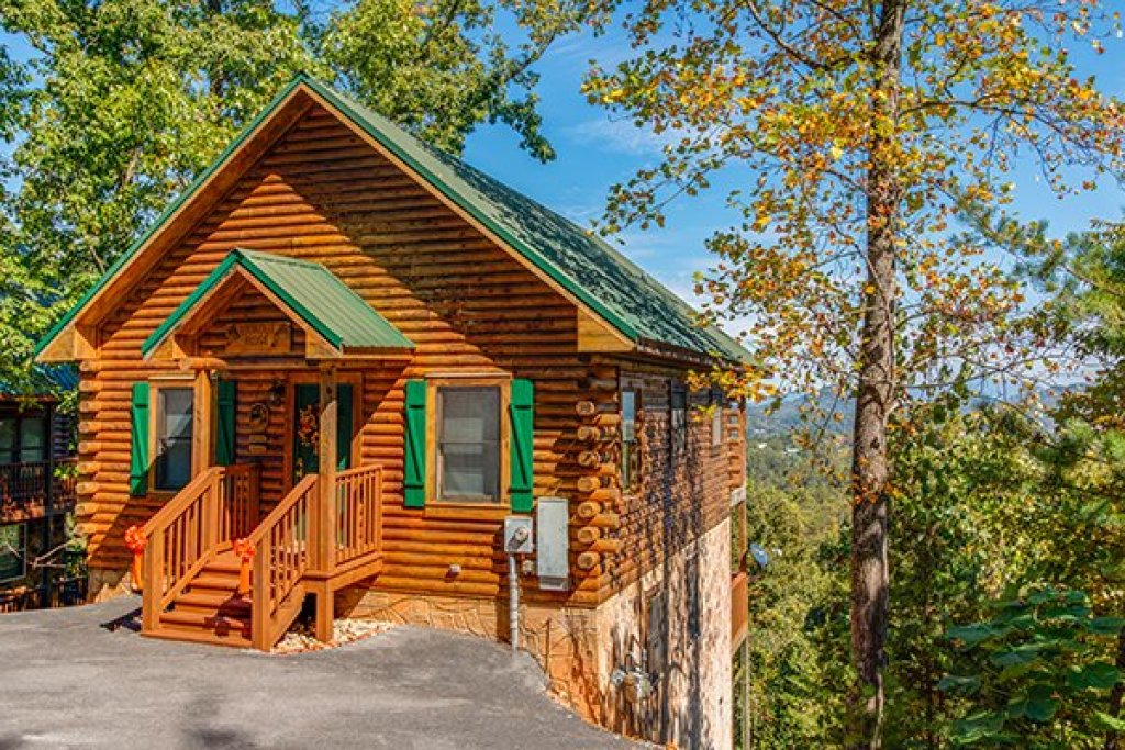 Photo of a Pigeon Forge Cabin named Lookout Ridge - This is the second photo in the set.
