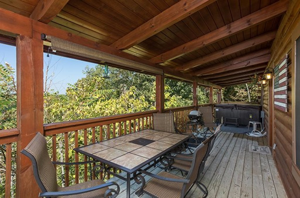 Photo of a Sevierville Cabin named Lake Life - This is the fourth photo in the set.