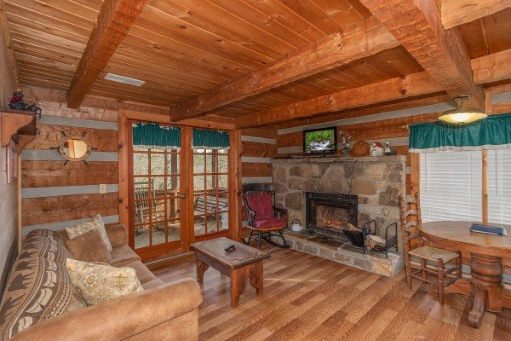 Photo of a Sevierville Cabin named Trails End - This is the third photo in the set.