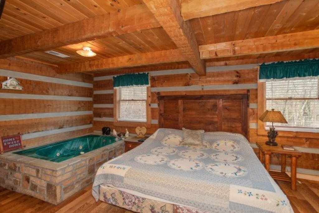 Photo of a Sevierville Cabin named Trails End - This is the eighth photo in the set.