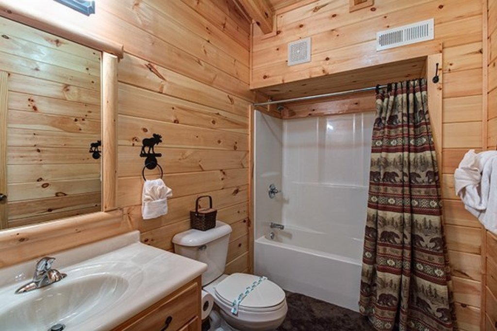 Photo of a Sevierville Cabin named Smokies Paradise Lodge - This is the twenty-third photo in the set.