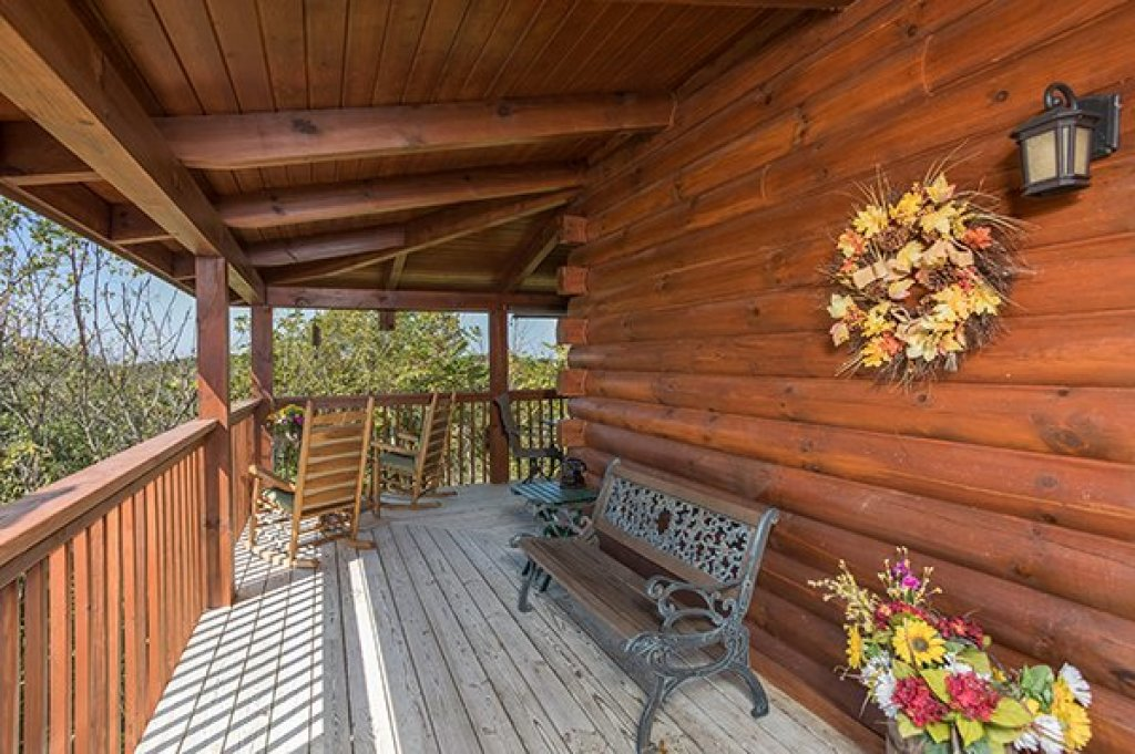 Photo of a Sevierville Cabin named Lake Life - This is the twelfth photo in the set.