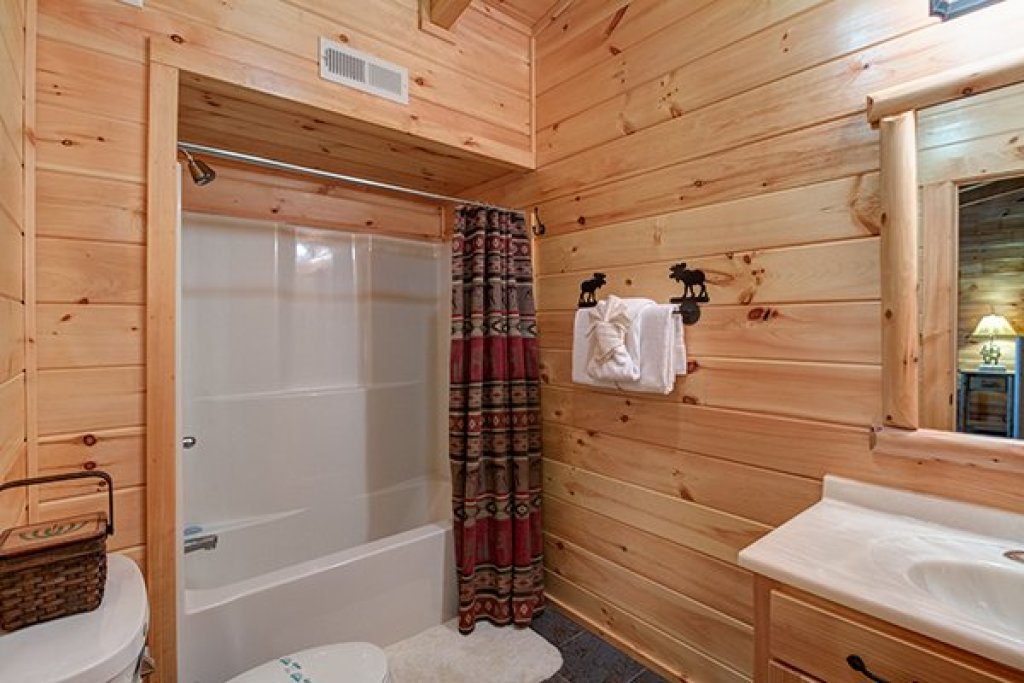 Photo of a Sevierville Cabin named Smokies Paradise Lodge - This is the twenty-sixth photo in the set.