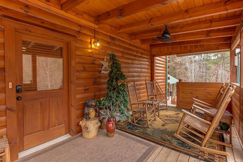 Photo of a Sevierville Cabin named Smokies Paradise Lodge - This is the third photo in the set.