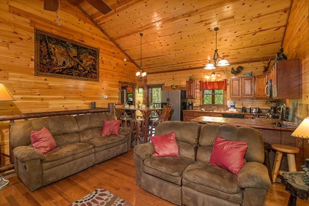 Photo of a Sevierville Cabin named Tennessee Treasure - This is the third photo in the set.
