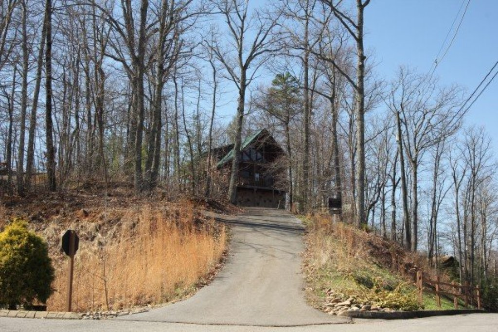 Photo of a Gatlinburg Cabin named Bear View Lodge - This is the second photo in the set.