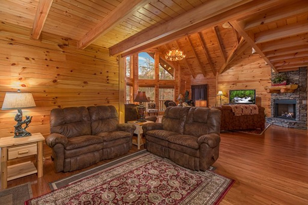 Photo of a Sevierville Cabin named Smokies Paradise Lodge - This is the seventh photo in the set.