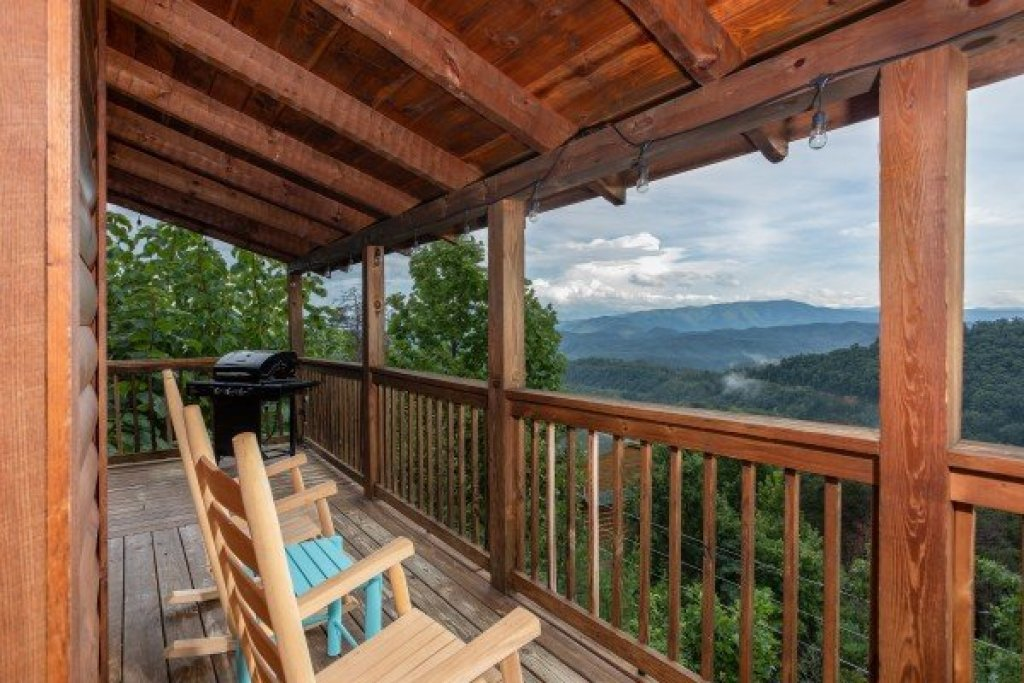 Photo of a Sevierville Cabin named Knotty Nest - This is the seventeenth photo in the set.
