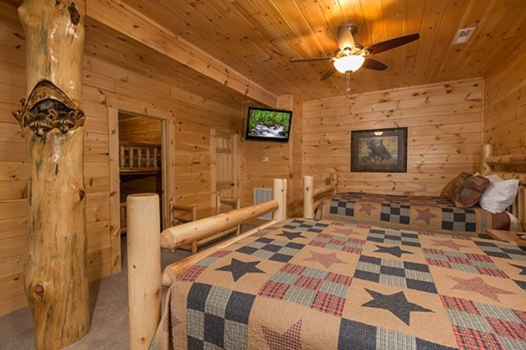Photo of a Sevierville Cabin named Smokies Paradise Lodge - This is the thirty-third photo in the set.