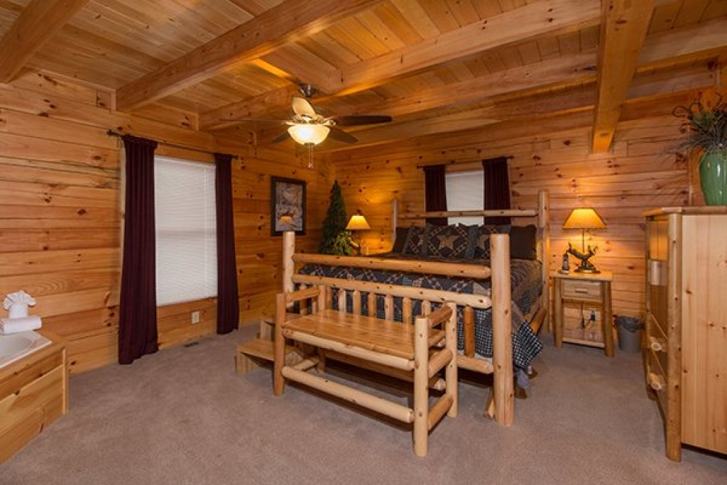 Photo of a Sevierville Cabin named Smokies Paradise Lodge - This is the fifteenth photo in the set.
