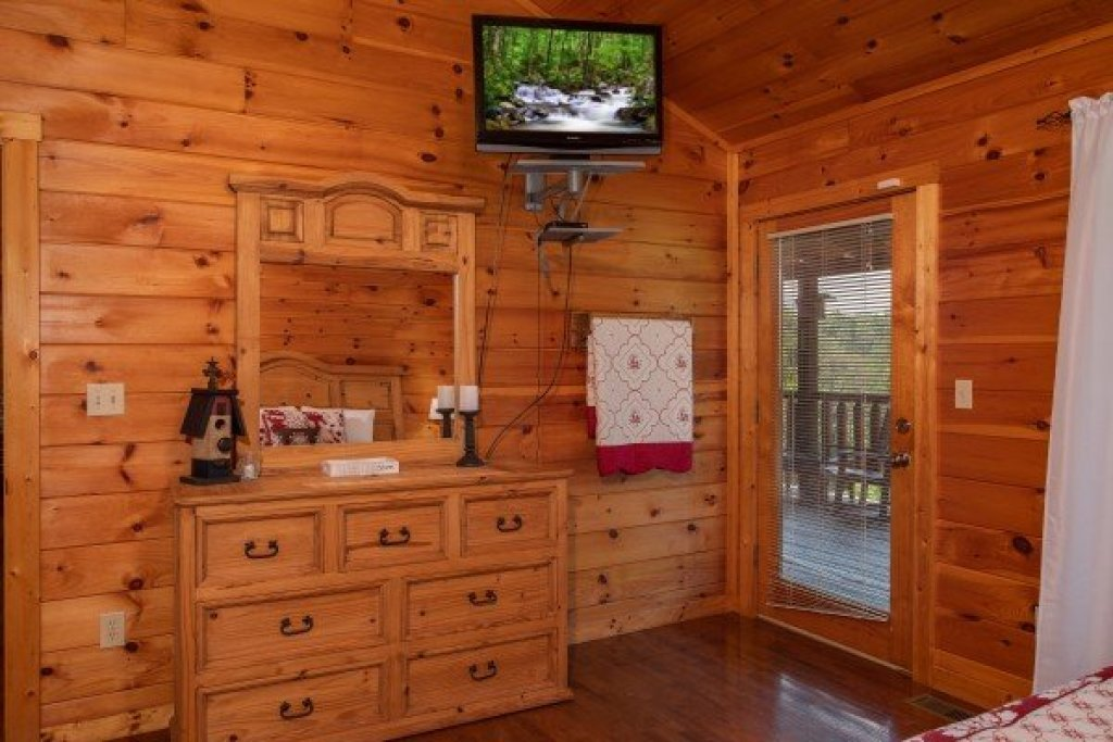 Photo of a Sevierville Cabin named Cabin Fever - This is the tenth photo in the set.