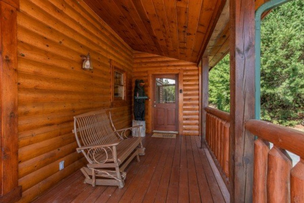 Photo of a Sevierville Cabin named Cabin Fever - This is the fourteenth photo in the set.