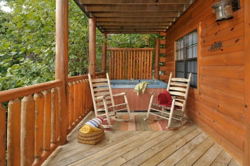 Photo of a Pigeon Forge Cabin named Kick Back & Relax! - This is the twentieth photo in the set.