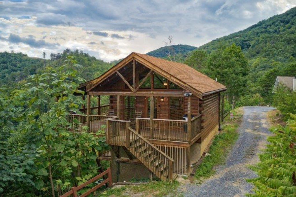 Photo of a Sevierville Cabin named Knotty Nest - This is the eighteenth photo in the set.