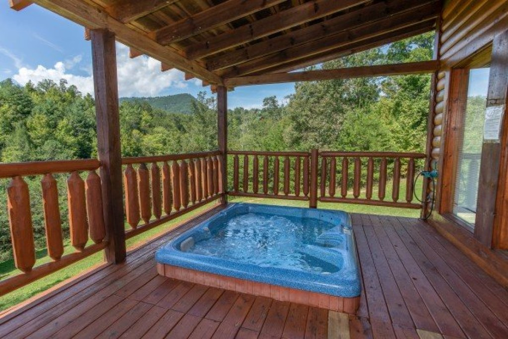 Photo of a Sevierville Cabin named Cabin Fever - This is the thirteenth photo in the set.