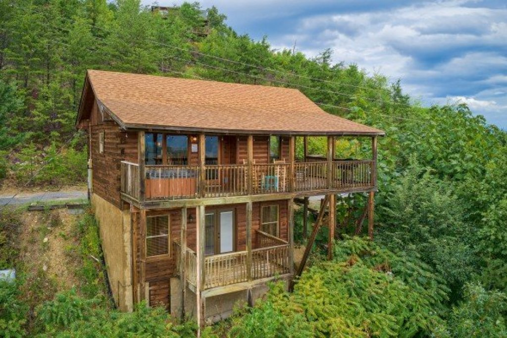 Photo of a Sevierville Cabin named Knotty Nest - This is the twentieth photo in the set.