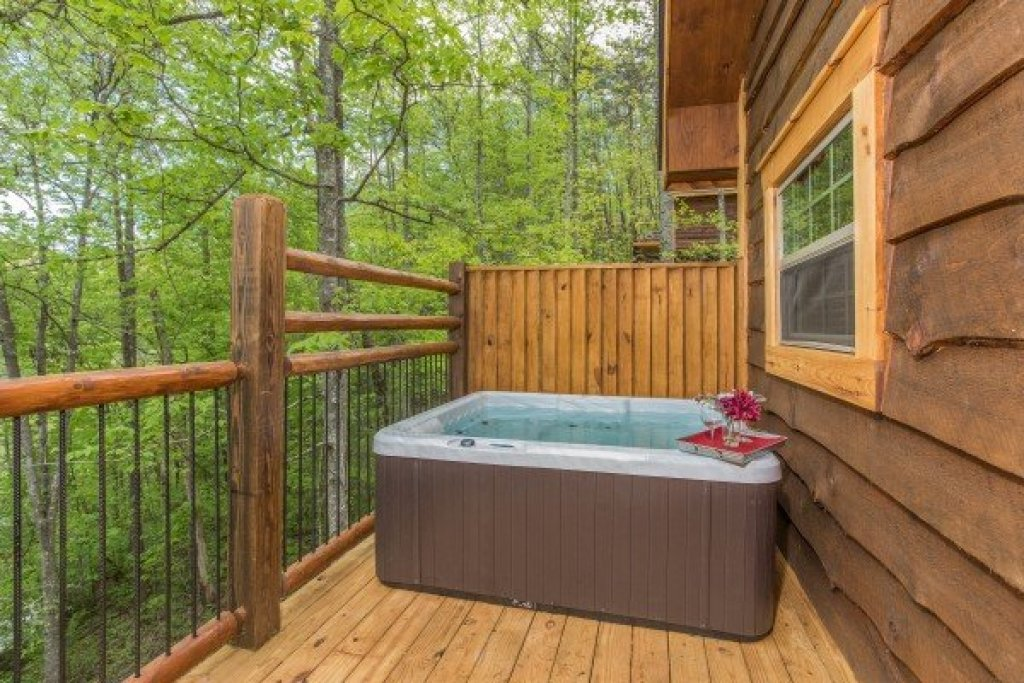 Photo of a Pigeon Forge Cabin named Gatlinburg Treehouse - This is the thirteenth photo in the set.