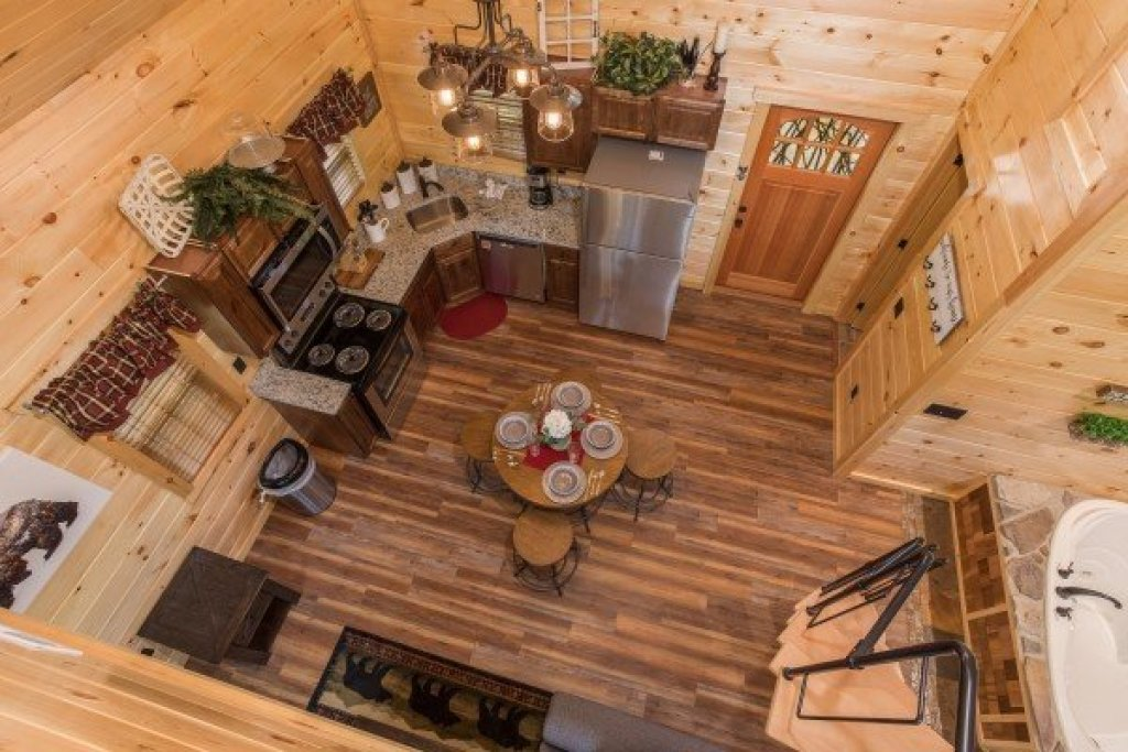 Photo of a Pigeon Forge Cabin named Gatlinburg Treehouse - This is the fifteenth photo in the set.