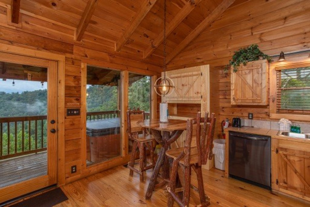 Photo of a Sevierville Cabin named Knotty Nest - This is the sixth photo in the set.