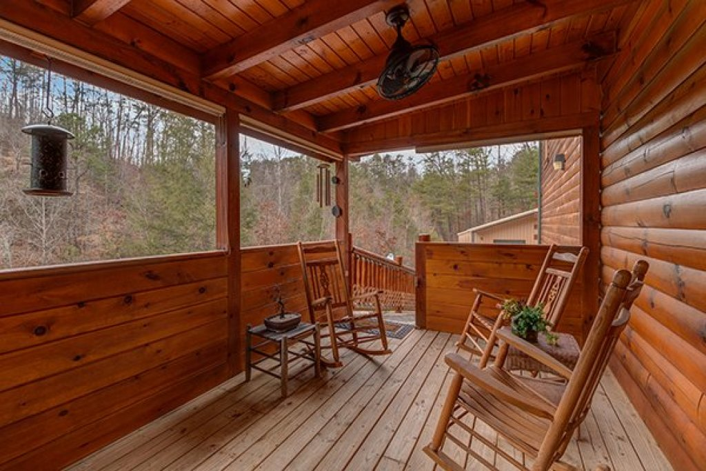 Photo of a Sevierville Cabin named Smokies Paradise Lodge - This is the forty-first photo in the set.
