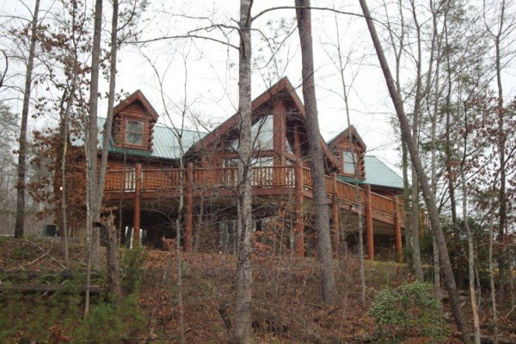 Photo of a Sevierville Cabin named Smokies Paradise Lodge - This is the forty-second photo in the set.