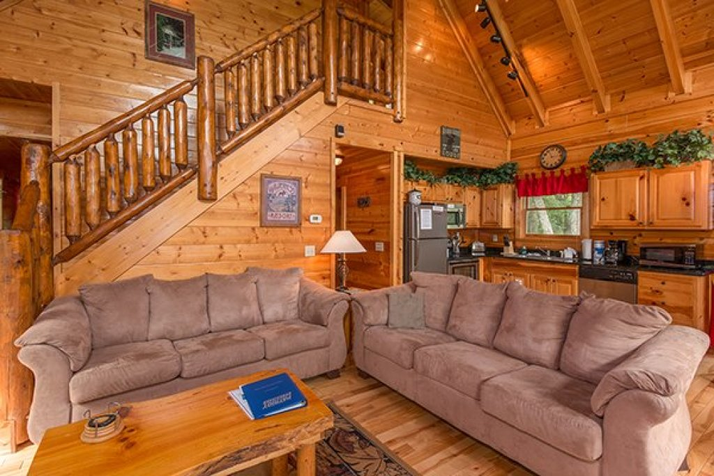 Photo of a Gatlinburg Cabin named Bear View Lodge - This is the fourth photo in the set.