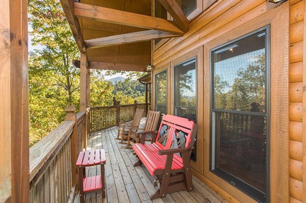 Photo of a Sevierville Cabin named Mountain Valley Hideaway - This is the eighteenth photo in the set.