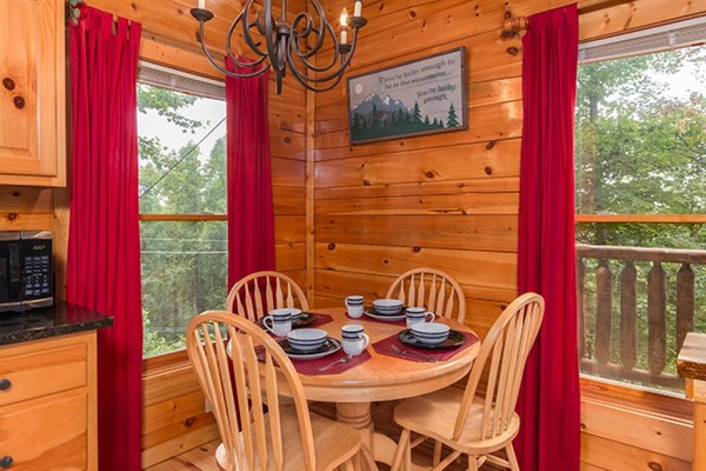 Photo of a Gatlinburg Cabin named Bear View Lodge - This is the fifth photo in the set.
