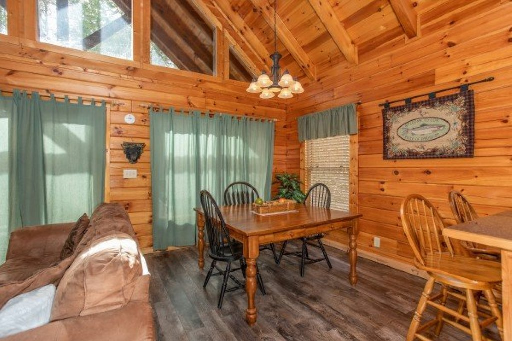 Photo of a Pigeon Forge Cabin named Blackberry Delite - This is the sixth photo in the set.