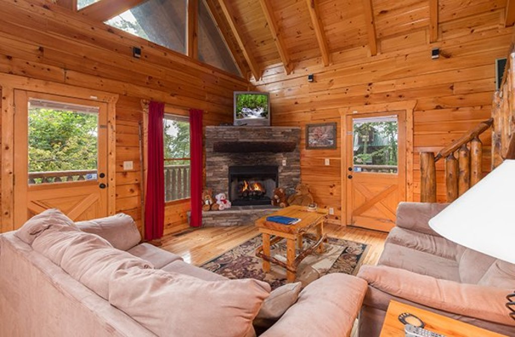 Photo of a Gatlinburg Cabin named Bear View Lodge - This is the third photo in the set.