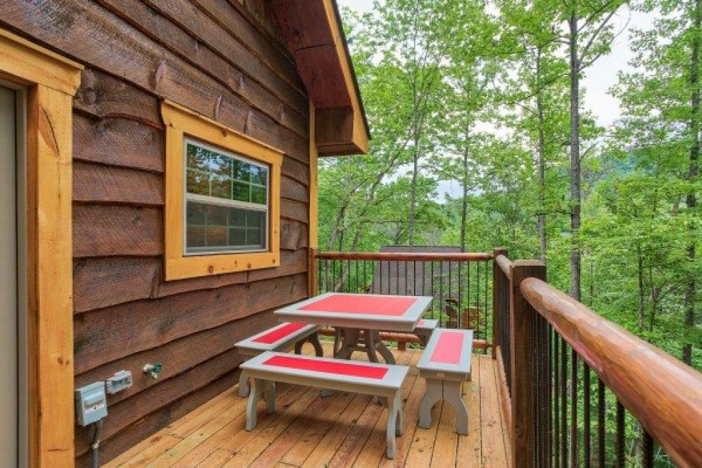 Photo of a Pigeon Forge Cabin named Tennessee Treehouse - This is the eighth photo in the set.