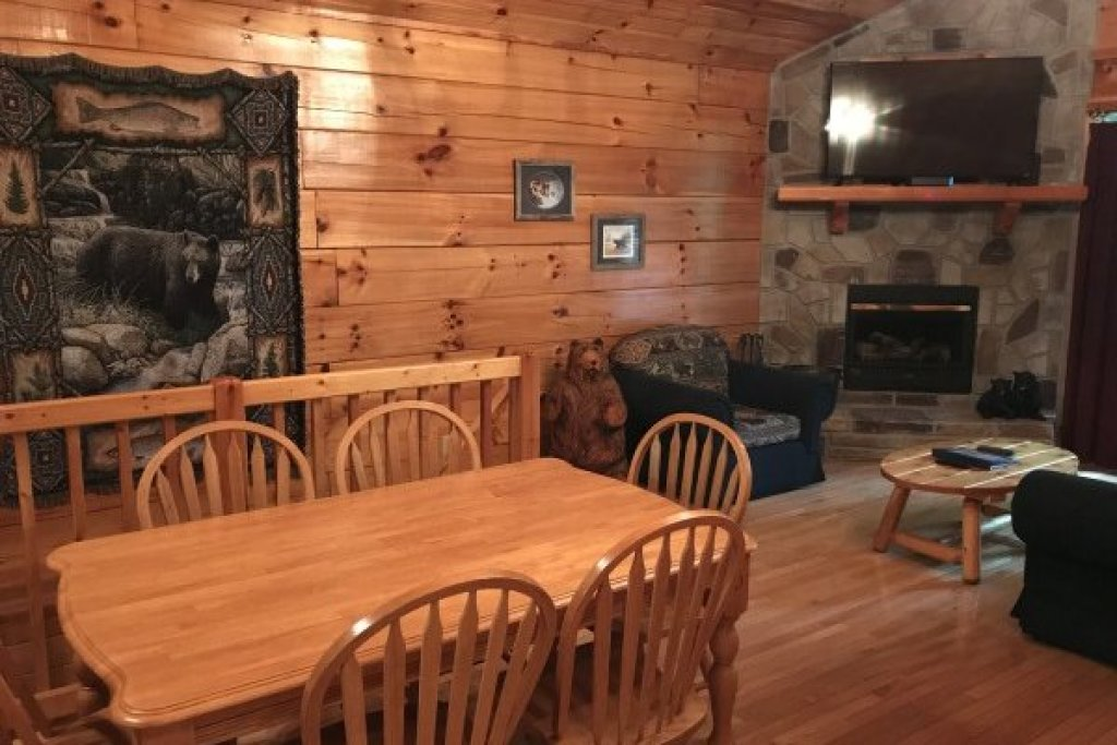 Photo of a Pigeon Forge Cabin named Saw'n Logs - This is the eighth photo in the set.
