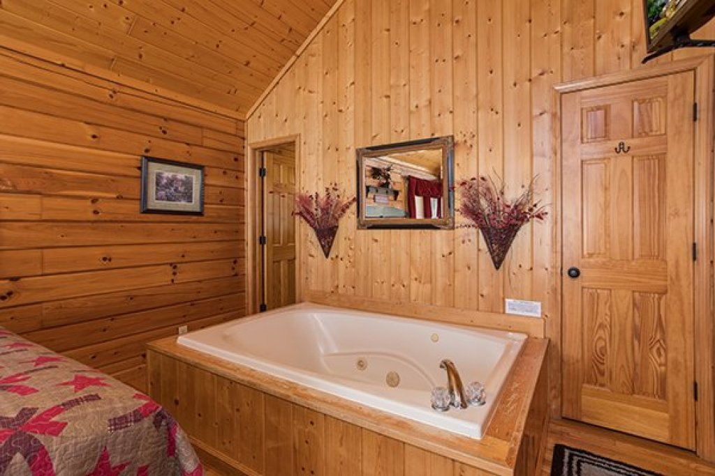 Photo of a Pigeon Forge Cabin named I Do - This is the tenth photo in the set.