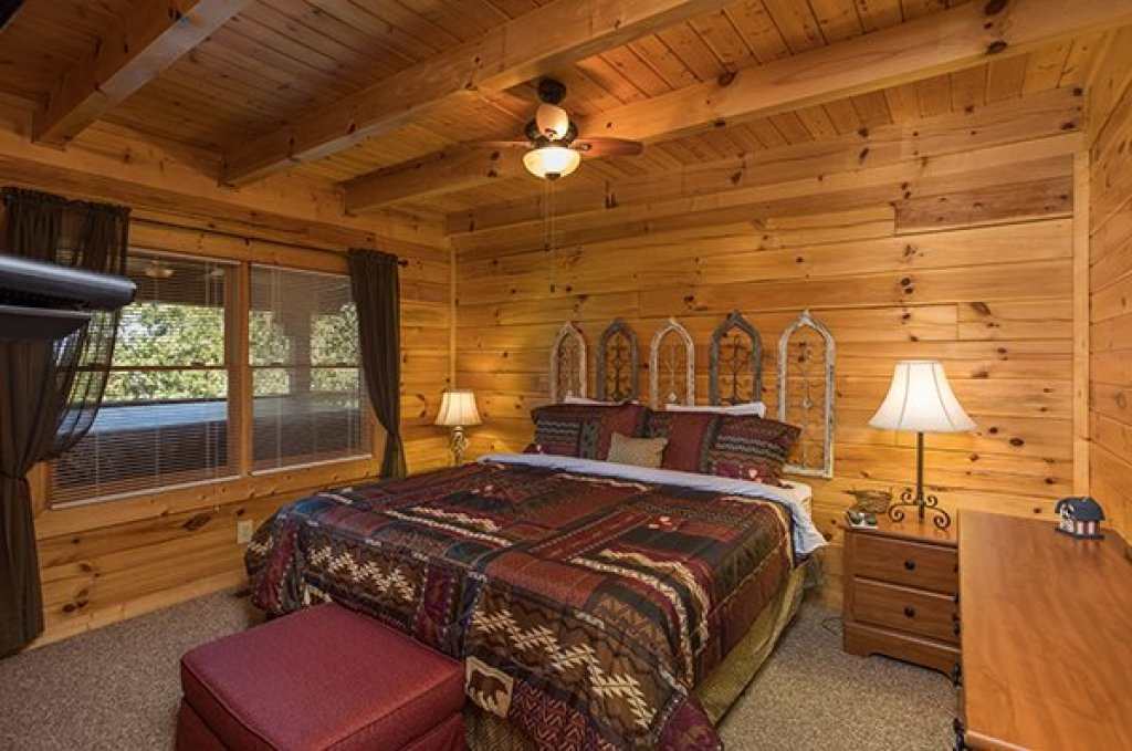 Photo of a Sevierville Cabin named Lake Life - This is the seventh photo in the set.