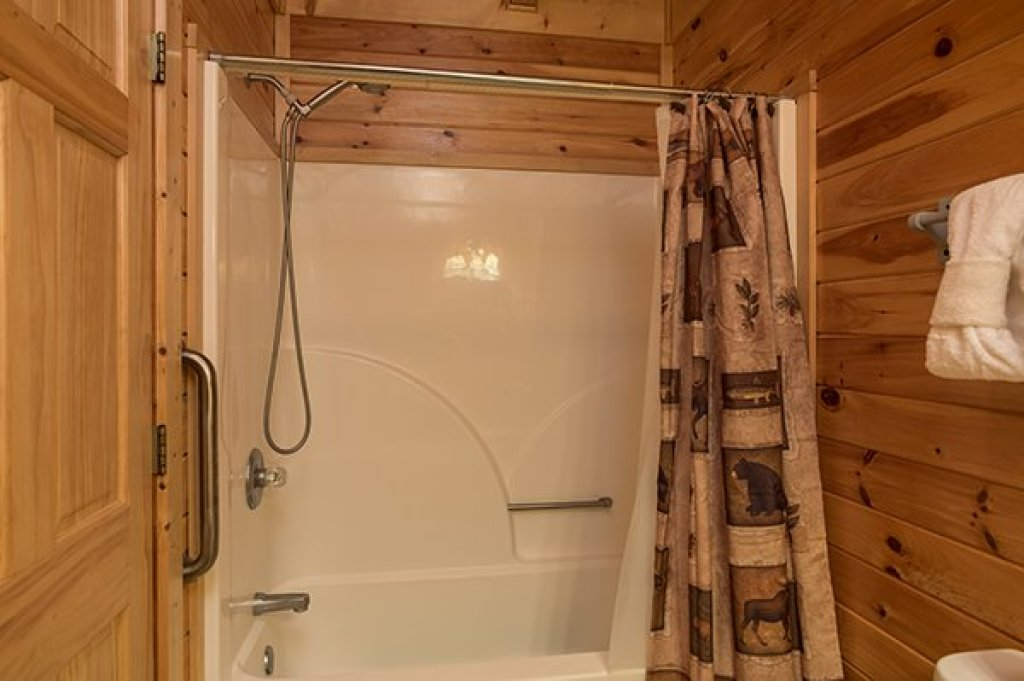 Photo of a Sevierville Cabin named Lake Life - This is the twenty-first photo in the set.