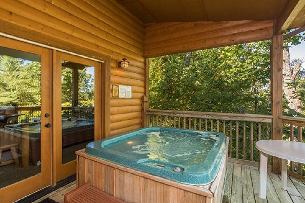 Photo of a Sevierville Cabin named Mountain Valley Hideaway - This is the eighth photo in the set.