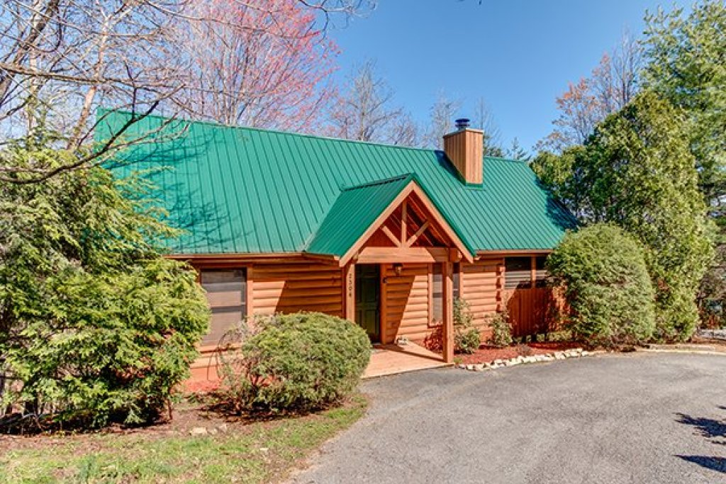 Photo of a Sevierville Cabin named Golden Memories - This is the first photo in the set.