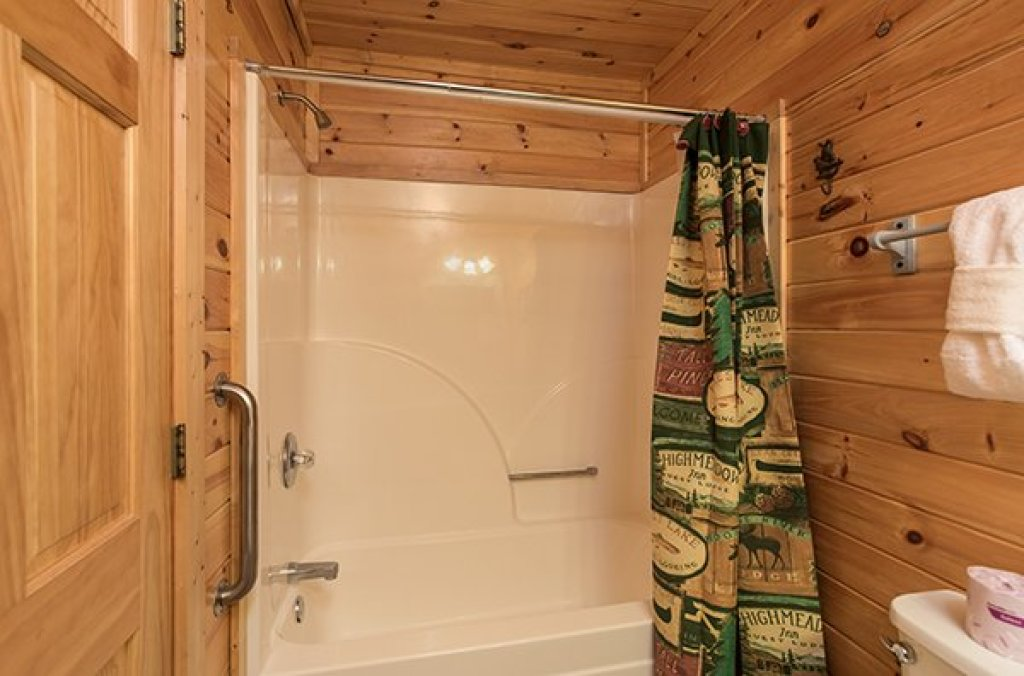 Photo of a Sevierville Cabin named Lake Life - This is the ninth photo in the set.