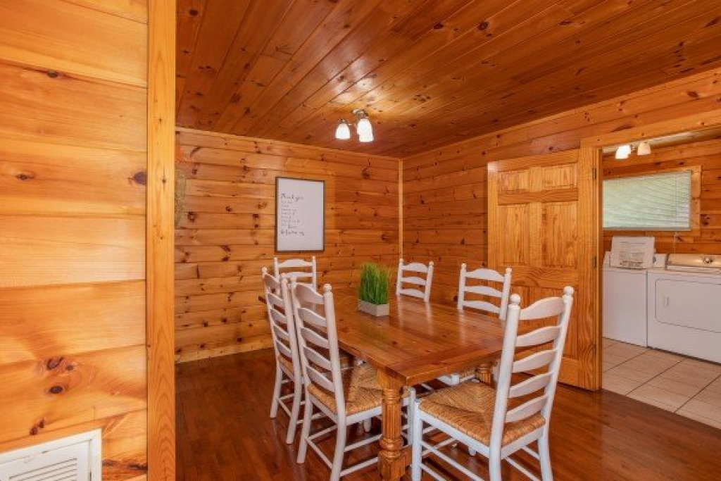 Photo of a Sevierville Cabin named Cabin Fever - This is the sixth photo in the set.