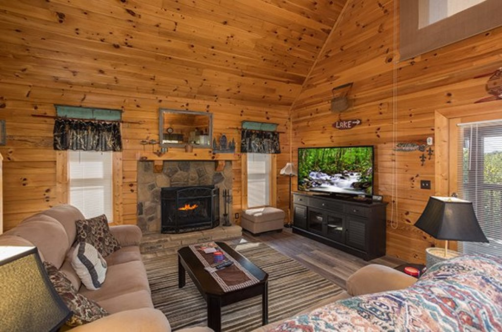 Photo of a Sevierville Cabin named Lake Life - This is the second photo in the set.