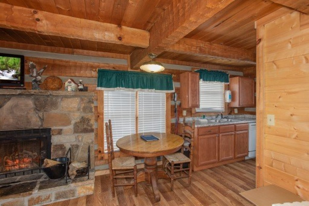 Photo of a Sevierville Cabin named Trails End - This is the fifth photo in the set.