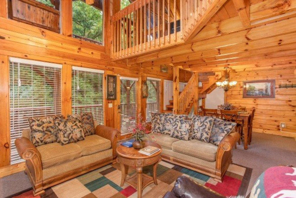 Photo of a Pigeon Forge Cabin named Smokey Max Cabin - This is the fifth photo in the set.