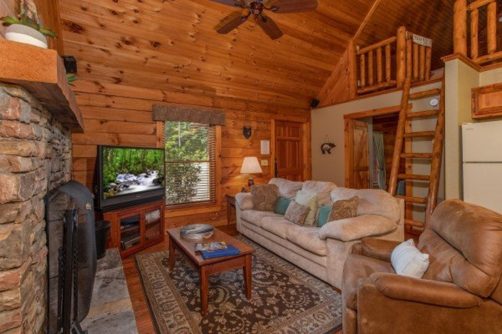 Photo of a Sevierville Cabin named Golden Memories - This is the third photo in the set.