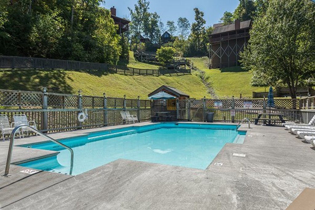 Photo of a Sevierville Cabin named Lake Life - This is the twenty-fourth photo in the set.