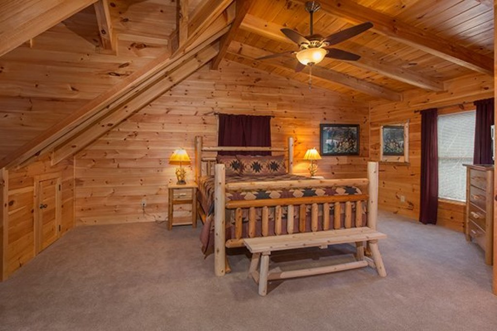 Photo of a Sevierville Cabin named Smokies Paradise Lodge - This is the twenty-first photo in the set.
